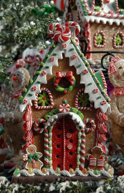 14 incredible gingerbread houses pretty my party Make your own gingerbread house online
