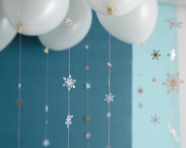 DIY Snowflake Garland - Frozen Party Ideas
