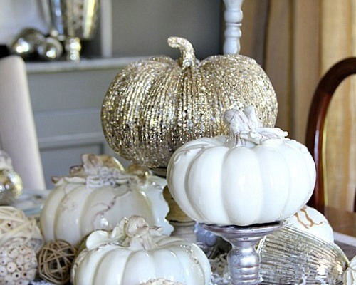 10 Thanksgiving Tables And Free Printable