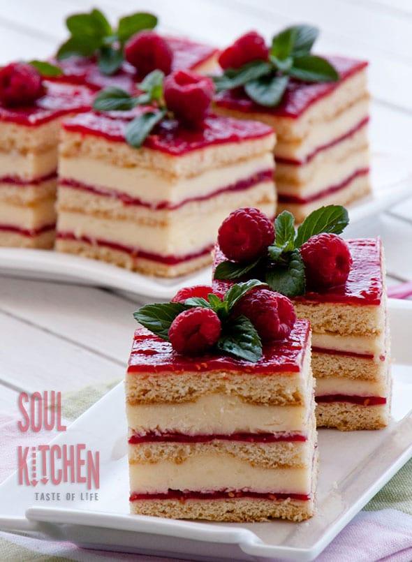 vanilla-rasberry-cake