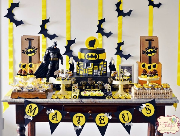 batman-birthday-party-dessert-table