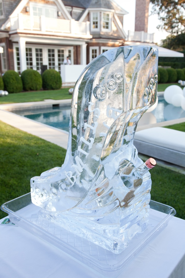 outdoor-party-ice-sculpture
