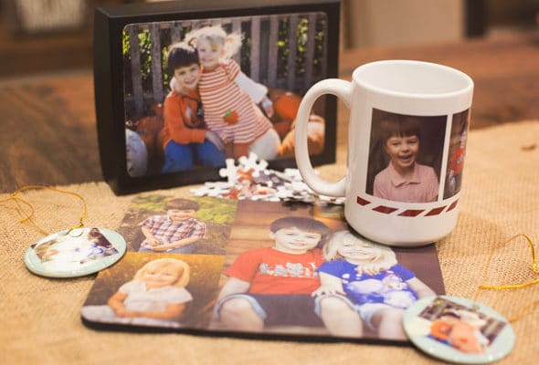 Staples Holiday-Themed Picture Projects