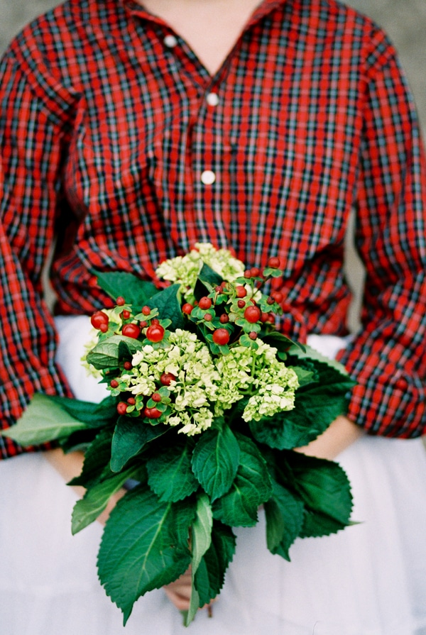 red-green-holiday-wedding-bouquet
