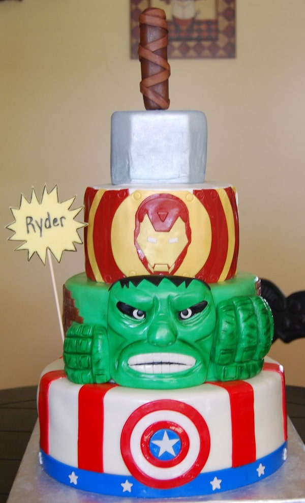 10 Awesome Avengers Cakes Pretty My Party