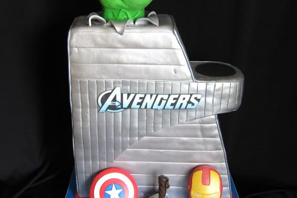 10 Awesome Avengers Cakes
