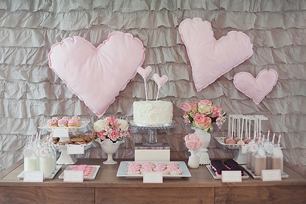 heart-valentine-dessert-table
