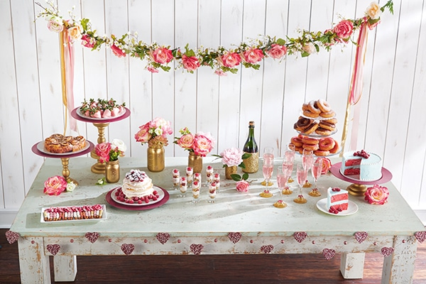 15 Gorgeous Valentines Day Dessert Tables Pretty My Party