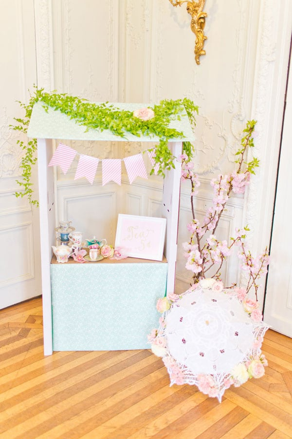 Tea-Party-Dress-Up-Station