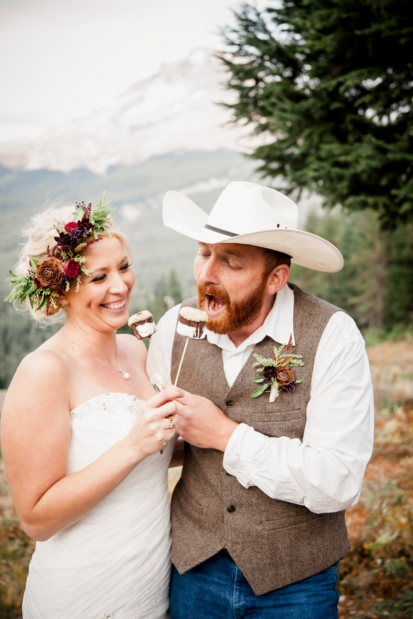 rustic-ski-lodge-wedding-marshmallows-2