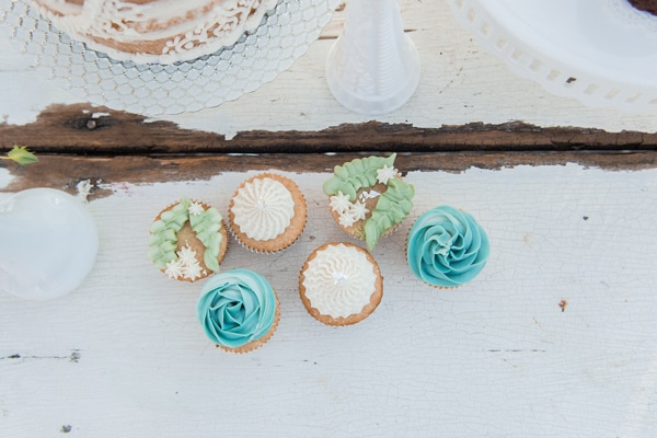 turquoise-white-styled-shoot-cupcakes