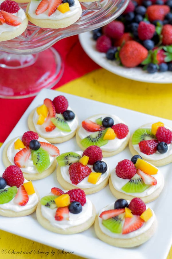 Mini Fruit Pizzas Toddler Birthday Party Finger Foods | Pretty My Party