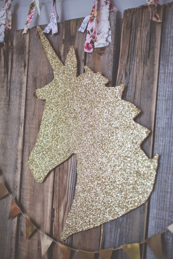 gold-glitter-unicorn-backdrop