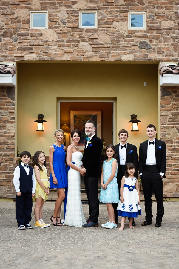 colorful-las-vegas-backyard-wedding-family