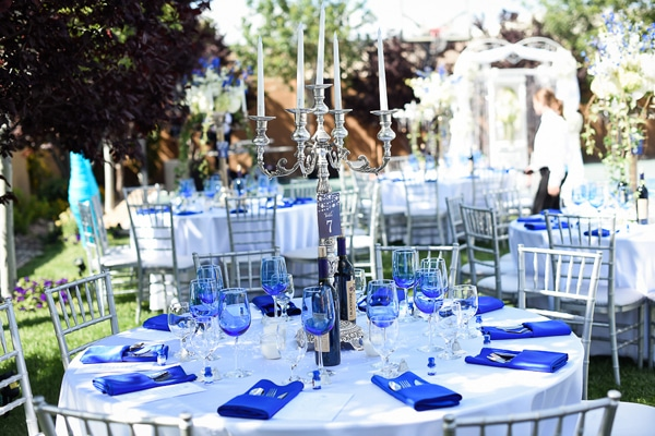 colorful-las-vegas-backyard-wedding-tables-2