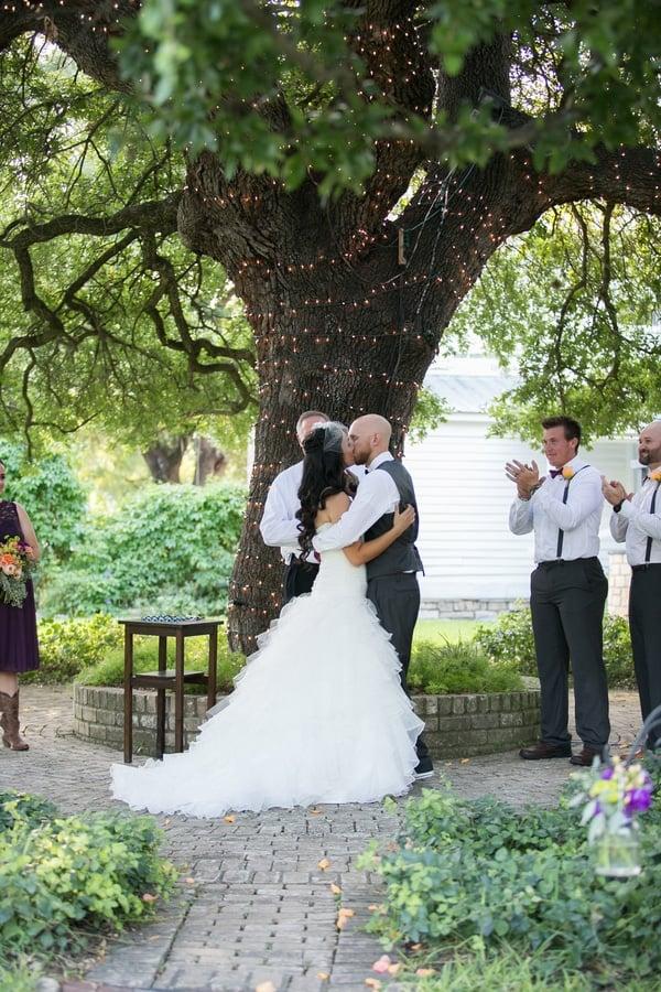 vintage-summer-nuptials-first-kiss