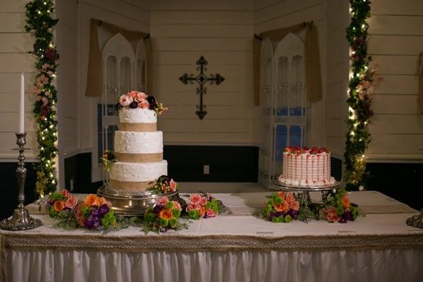 vintage-summer-nuptials-wedding-cake-table