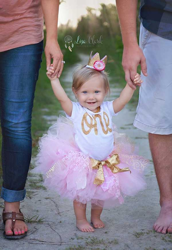 10 Must-Get Pictures at a Child's First Birthday