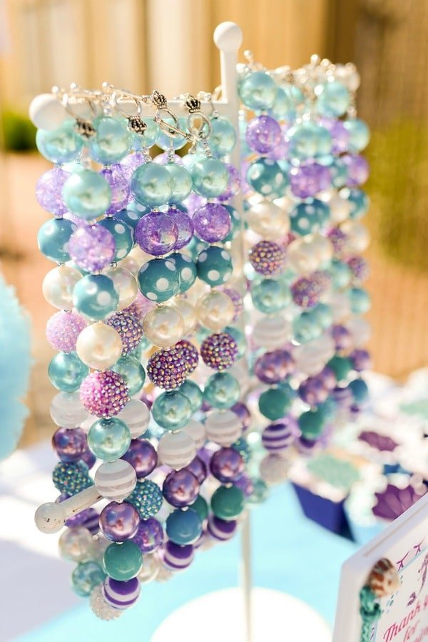 DIY Mermaid Necklace Favors | Budget Birthday Favors via Pretty My Party