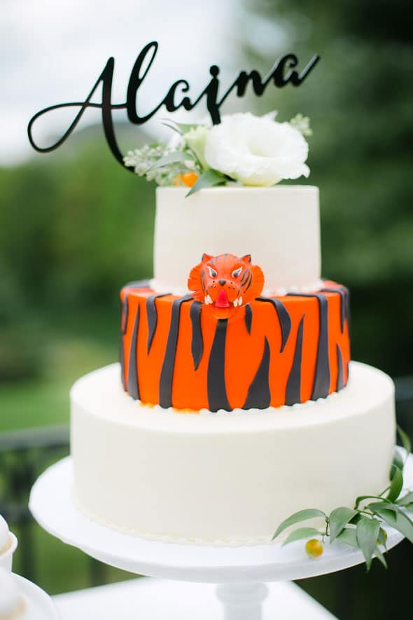 Welcome to the Jungle Baby Shower Cake via Pretty My Party