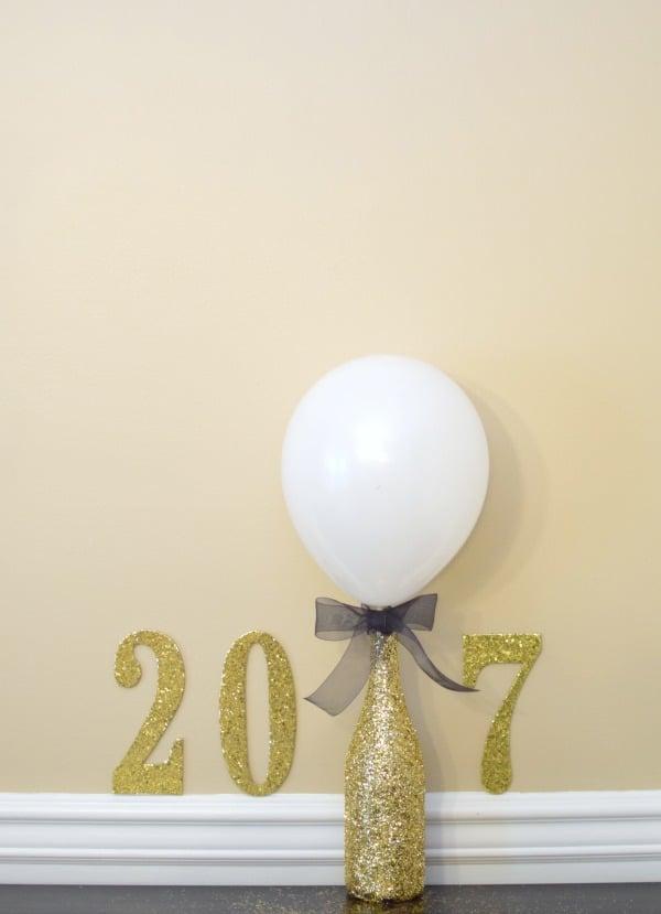 DIY Glitter Bottle Balloon Centerpiece   Pretty My Party