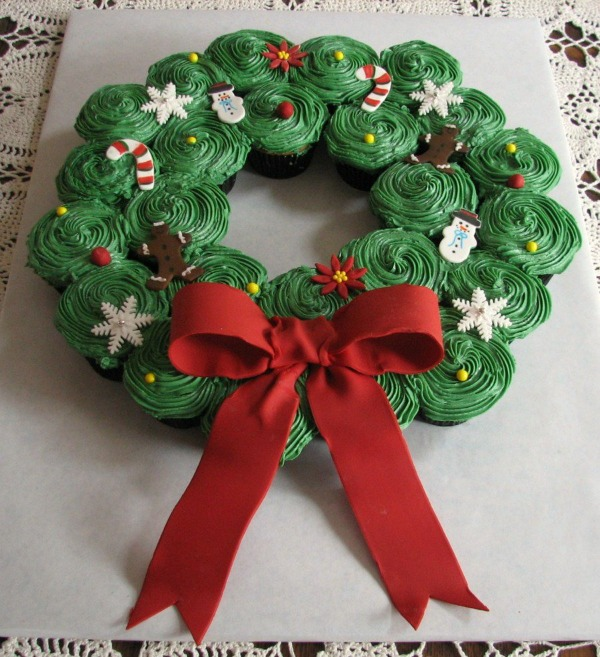 Pull Apart Christmas Wreath Cupcake Cake