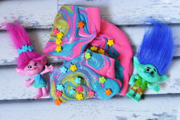 Trolls Candy Bark
