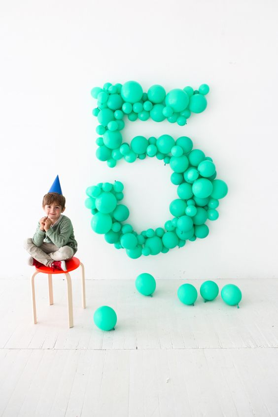 Giant Number Balloon | DIY Balloon Party Ideas | Pretty My Party