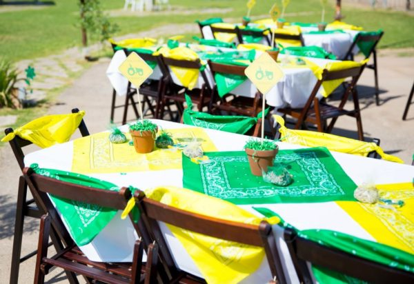 John Deere Party Table Setting Idea | Pretty My Party