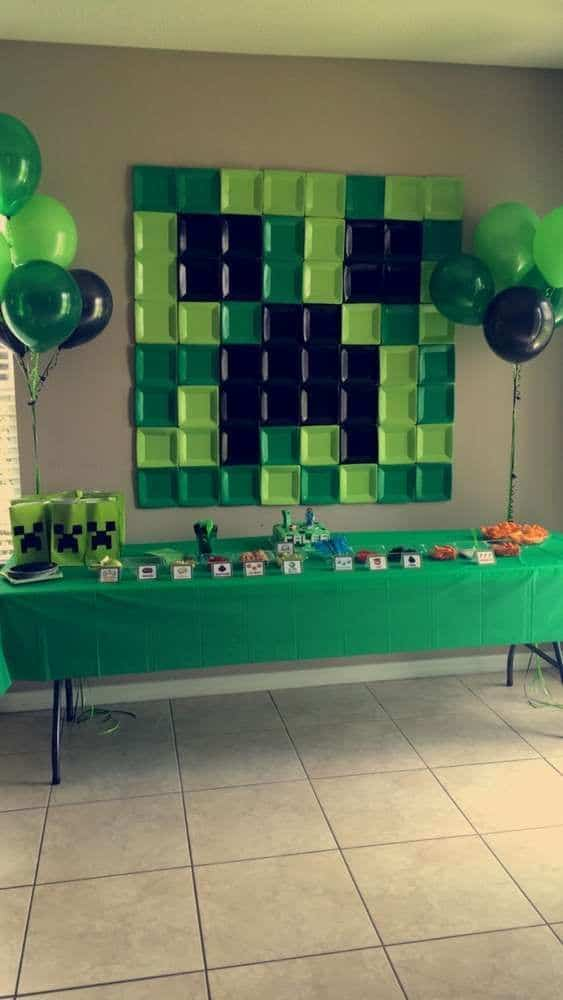 Minecraft Party Ideas | Paper Plate Backdrop