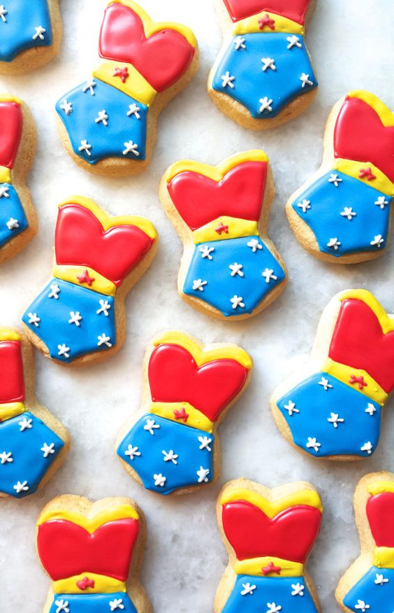 Wonder Woman Cookies | Wonder Woman Party Ideas