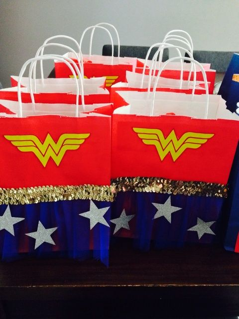 Wonder Woman Favor Bags | Wonder Woman Party Ideas