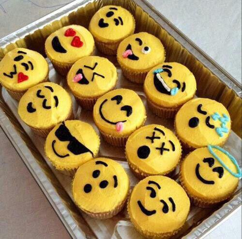 Emoji Cupcakes | Emoji Birthday Party Ideas