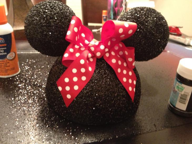 DIY Minnie Mouse table centerpiece