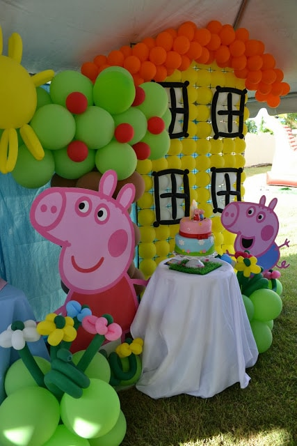 Peppa Pig Balloon Decoration | Peppa Pig Party Ideas