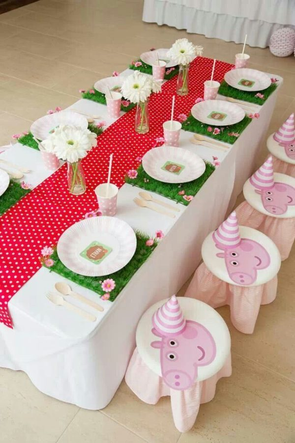 Peppa Pig Party Table Setting | Peppa Pig Party Ideas