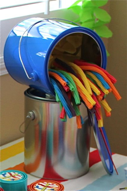 Clever Art Party Decoration | Art Themed Party Ideas