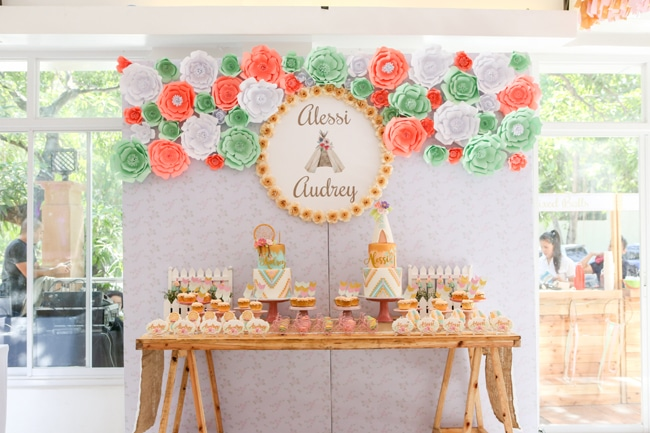 Twins boho themed 1st birthday party pretty my party - Decoratie opgeschort wc ...