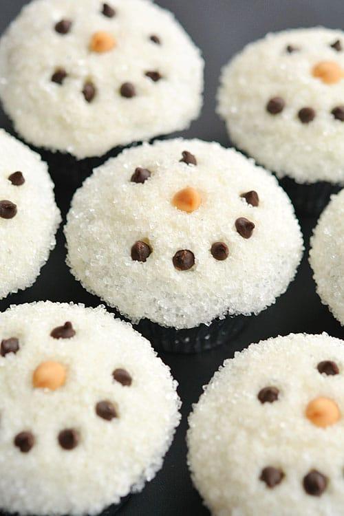 Easy Snowman Cupcakes | Winter Wonderland Party Ideas