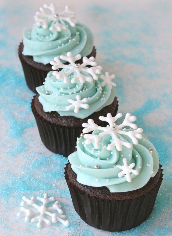 Snowflake Cupcakes | Winter Wonderland Party Ideas