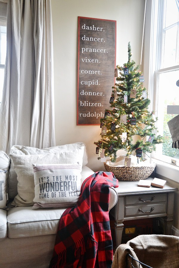 DIY Wood Reindeer Sign