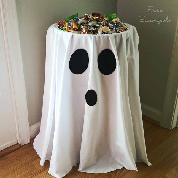 Easy DIY Ghost Candy Bowl Table