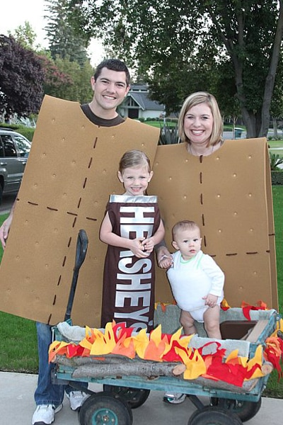 Family Of 4 Disney Halloween Costumes.Best Family Halloween Costume Ideas Pretty My Party