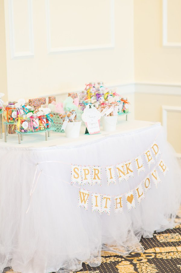 Baby Sprinkle Favors Table