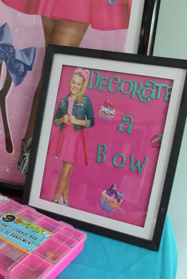 Decorate a Bow Station - Jo Jo Siwa Party Ideas